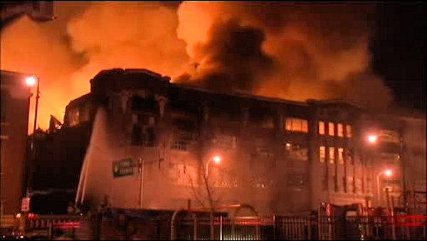 Crews battle huge warehouse fire in Chicago