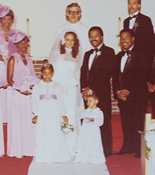 "<div class=""meta ""><span class=""caption-text "">Lisa Thomas-Laury's wedding in 1980, Vernon Odom served as best man</span></div>"