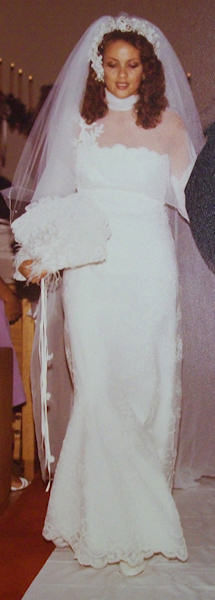 "<div class=""meta ""><span class=""caption-text "">Lisa Thomas-Laury's wedding in 1980</span></div>"
