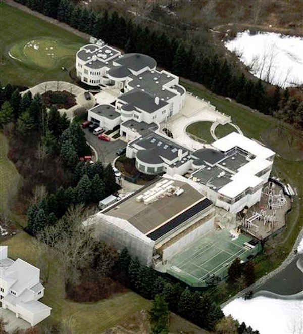 This Jan. 8, 2002 aerial file photo shows the home of former Chicago Bulls player Michael Jordan. Jordan's longtime personal residence was put on the market Wednesday, Feb. 29, 2012, for $29 million. The sprawling estate along Lake Michigan has more than 56,000 square feet of living space. It includes nine bedrooms, 15 baths and five fireplaces. (AP Photo/Ted S. Warren, File)