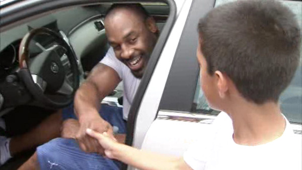Action News was there as former Eagles QB Donovan McNabb joined current Eagles Jamaal Jackson, Juqua Parker, David Akers and others for a conditioning workout on June 22, 2011 in Marlton, New Jersey.