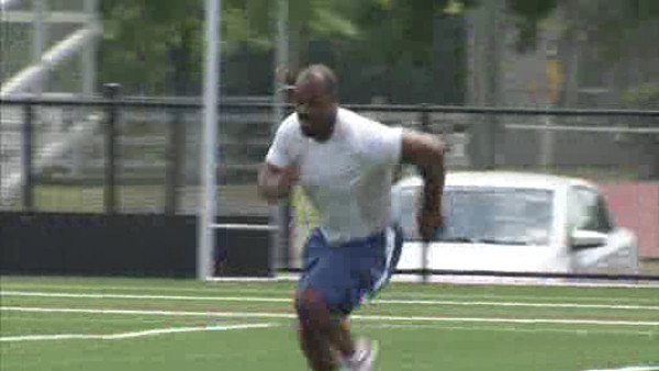 "<div class=""meta image-caption""><div class=""origin-logo origin-image ""><span></span></div><span class=""caption-text"">Action News was there as former Eagles QB Donovan McNabb joined current Eagles Jamaal Jackson, Juqua Parker, David Akers and others for a conditioning workout on June 22, 2011 in Marlton, New Jersey.</span></div>"