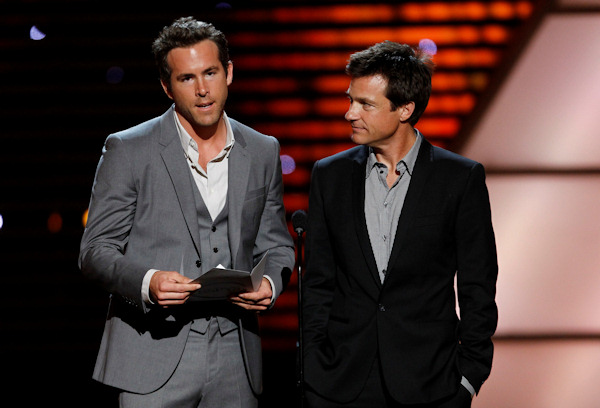 Ryan Reynolds and Jason Bateman present the award for Best Championship Performance at the ESPY Awards on Wednesday, July 13, 2011, in Los Angeles. (AP Photo/Matt Sayles)
