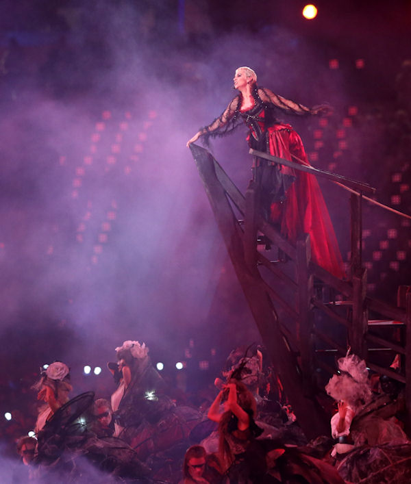 "British singer Annie Lennox performs ""Little Bird"" during the Closing Ceremony at the 2012 Summer Olympics, Sunday, Aug. 12, 2012, in London. (AP Photo/Sergei Grits)"