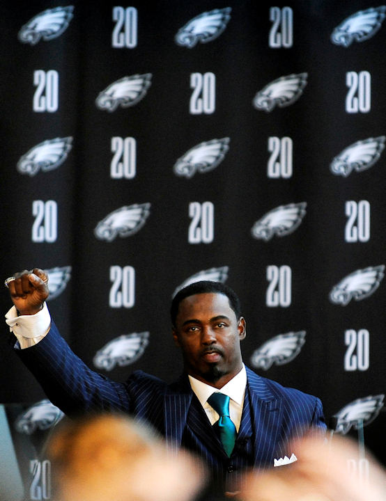 Former Philadelphia Eagles safety Brian Dawkins gestures during a news conference announcing the retirement of his jersey before an NFL football game between the Eagles and the New York Giants, Sunday, Sept. 30, 2012, in Philadelphia. (AP Photo/Michael Perez)