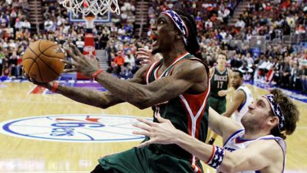 Milwaukee Bucks Marquis Daniels, left, goes up for a shot as Philadelphia 76ers Spencer Hawes defends in the first half of an NBA basketball game, Monday, Nov. 12, 2012, in Philadelphia. (AP Photo/Matt Slocum)