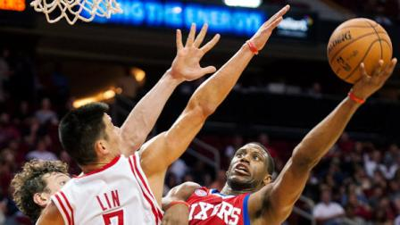 Philadelphia 76ers Thaddeus Young (21) drives against Houston Rockets Jeremy Lin (7) during the third quarter of an NBA basketball game, Wednesday, Dec. 19, 2012, in Houston. The Rockets won 125-103. (AP Photo/Dave Einsel)