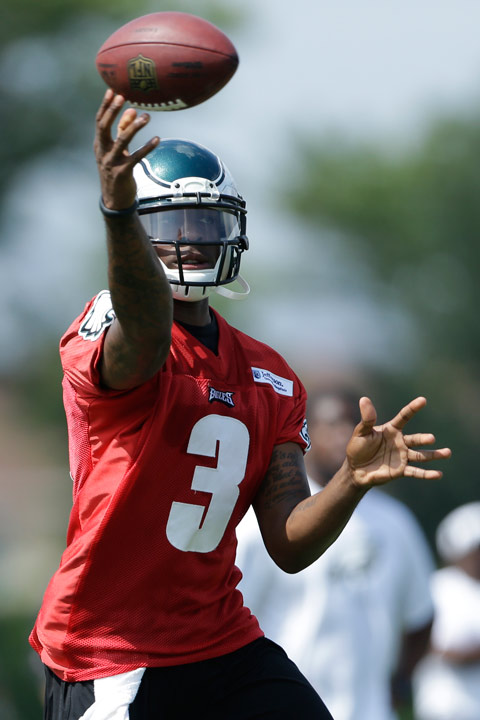 Philadelphia Eagles' Dennis Dixon throws a pass during the NFL football team's training camp in Philadelphia, Tuesday, July 23, 2013. (AP Photo/Matt Rourke)