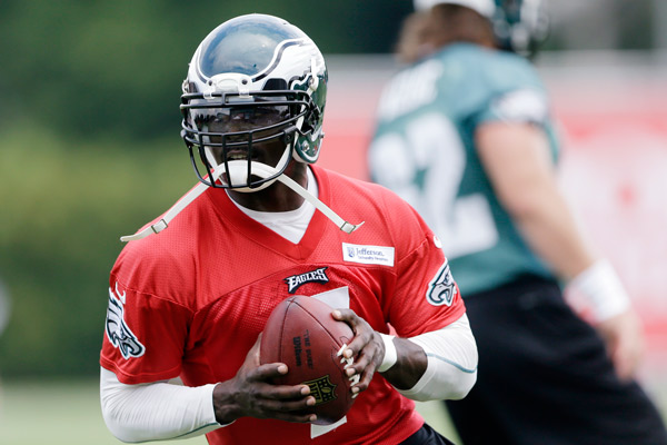 Philadelphia Eagles' Michael Vick runs a drill at NFL football training camp in Philadelphia, Tuesday, July 23, 2013. (AP Photo/Matt Rourke)