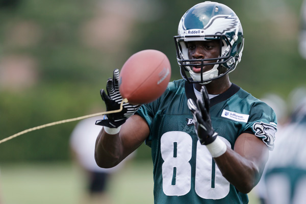 Philadelphia Eagles' Ifeanyi Momah catches a tethered ball at the NFL football team's training camp in Philadelphia, Tuesday, July 23, 2013. (AP Photo/Matt Rourke)