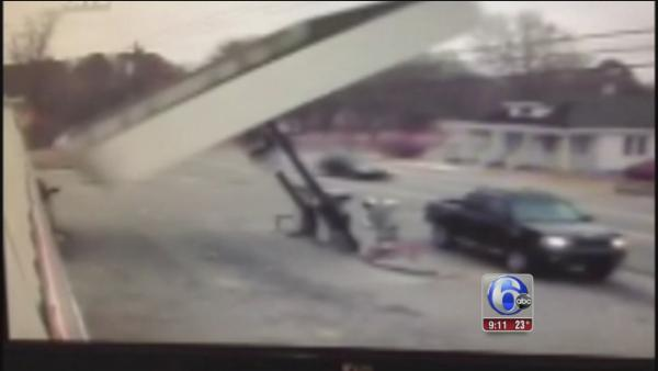 High winds topple convenience store canopy