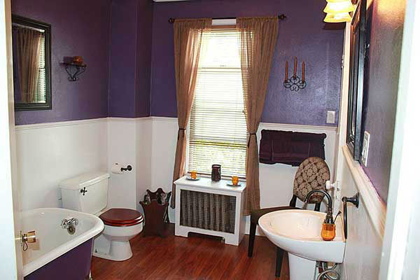 "<div class=""meta image-caption""><div class=""origin-logo origin-image ""><span></span></div><span class=""caption-text"">Gregory and Sandy Leeson have put their home in Dunmore, Pa. up for sale, describing it as 'slightly haunted.'   The 113-year-old Victorian has four bedrooms, two-and-a-half bathrooms and ""the occasional ghastly visage"" in the bathroom mirror.  If you're not put off by the screams at 3:13 a.m., this house can be yours for $144,000.</span></div>"