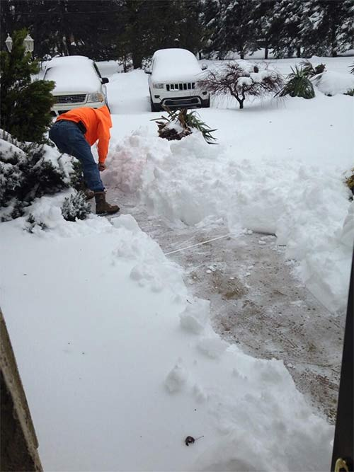Dads are the best!! This is my dad Ernesto shoveling me out in Bensalem! #6abcSnow <span class=meta>(@sveneziale410)</span>