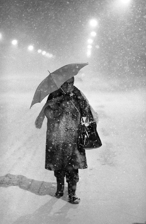 TOP 5 SNOWIEST WINTERS IN PHILADELPHIA     #5: 1977-1978; 54.9 inches    A lone pedestrian carries an umbrella making her way up a deserted highway in Philadelphia, Feb. 5, 1978, as wind whips snow around under overhead street lights.  (AP Photo/Rusty Kennedy)