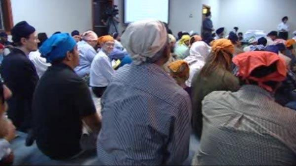 Hundreds attend vigil for Sikh shooting victims