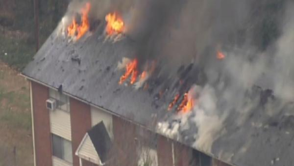 Fire rages at Chapel Hill apartment complex