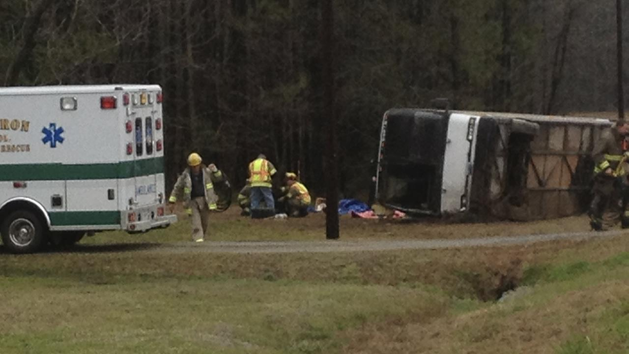 Emergency workers help the victims of a bus crash in Virginia. (Image courtesy The Tidewater News/Tony Clark)