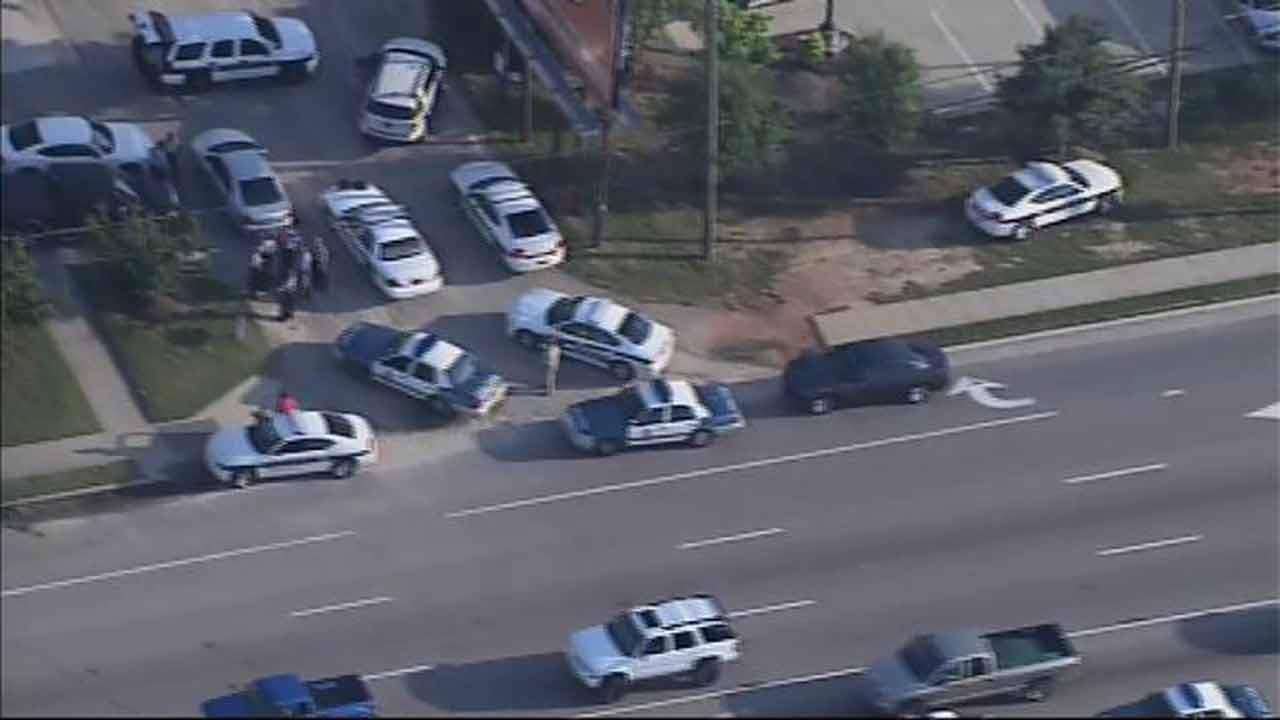 Deputies searching for 2 suspects following chase and lockdown