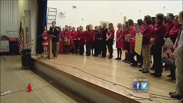 Teachers hold 'walk in' protests at schools