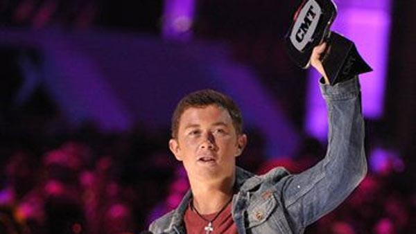 Scotty McCreery wins award hours before graduation