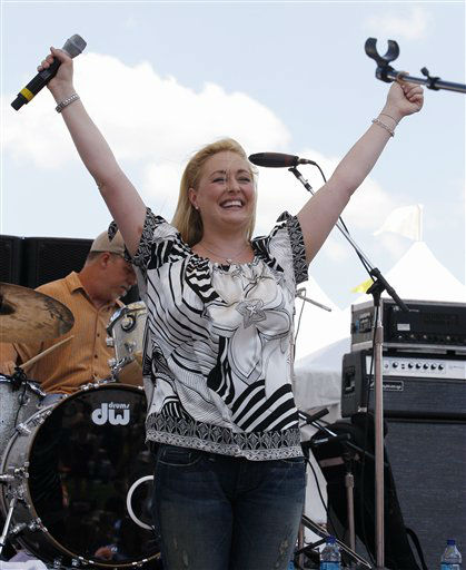 Country artist Mindy McCready perfoms at the CMA Music Festival Thursday, June 5, 2008, in Nashville, Tenn.  (AP Photo/Bill Waugh)