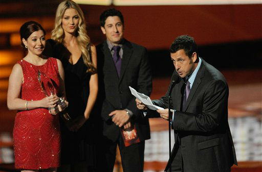 "<div class=""meta ""><span class=""caption-text "">Alyson Hannigan and Jason Biggs on stage during the People's Choice Awards on Wednesday, Jan. 11, 2012 in Los Angeles. (AP Photo/Chris Pizzello)</span></div>"