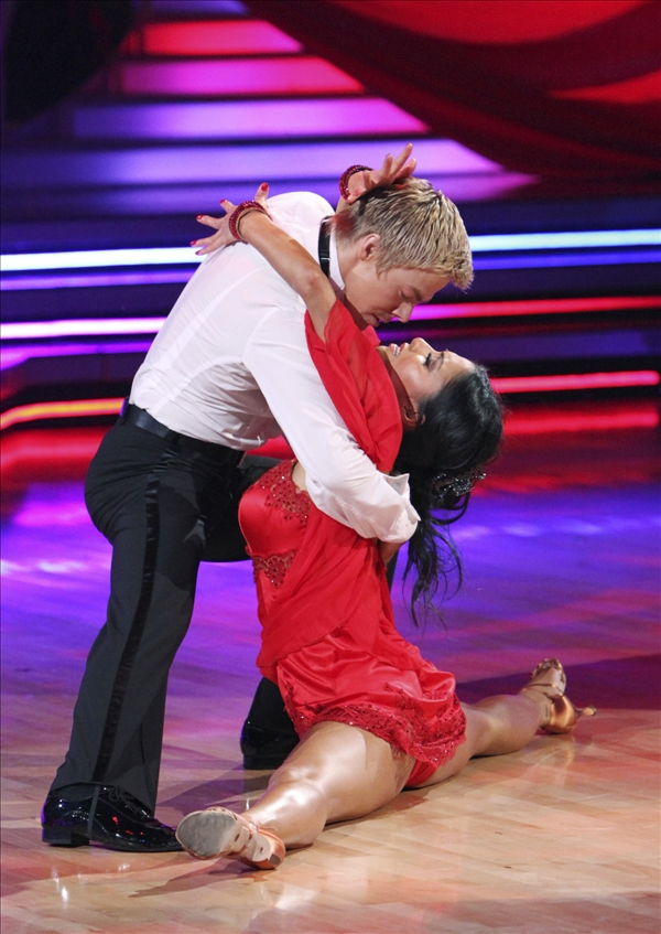 "<div class=""meta image-caption""><div class=""origin-logo origin-image ""><span></span></div><span class=""caption-text"">In this publicity image released by ABC, Nicole Scherzinger, right, and her dance partner Derek Hough perform on the celebrity dance competition series ""Dancing With the Stars,"" on Monday, May 24, 2010 in Los Angeles.  (AP/ABC, Adam Larkey)</span></div>"