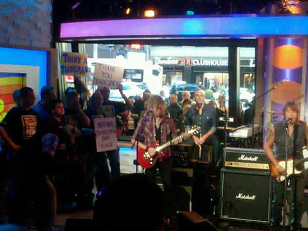 Richie Sambora performs. <span class=meta>(WTVD Photo&#47; Elizabeth Plyler)</span>