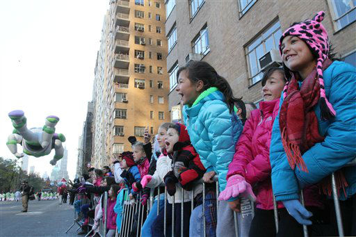 Spectators  cheers during the 86th Annual Macy's...
