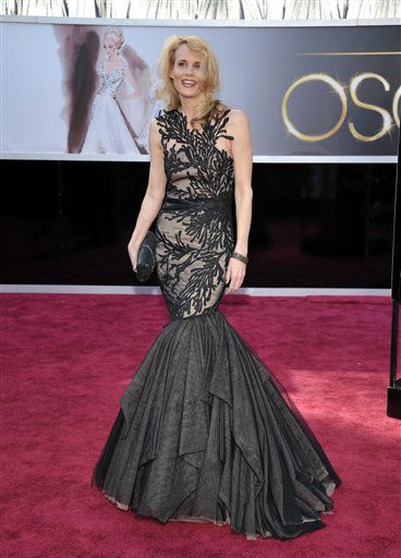 "<div class=""meta ""><span class=""caption-text "">Actress  Daryl Hannah arrives at the 85th Academy Awards at the Dolby Theatre on Sunday Feb. 24, 2013, in Los Angeles.  (AP Photo/ John Shearer)</span></div>"