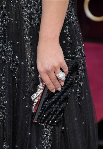 "<div class=""meta ""><span class=""caption-text "">TV personality Kelly Osbourne (handbag detail) arrives at the 85th Academy Awards at the Dolby Theatre on Sunday Feb. 24, 2013, in Los Angeles.  (AP Photo/ John Shearer)</span></div>"