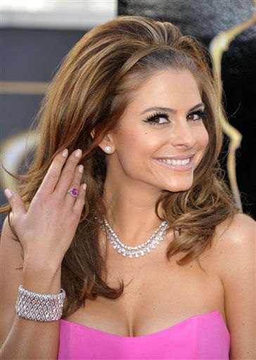 "<div class=""meta ""><span class=""caption-text "">TV personality Maria Menounos arrives at the 85th Academy Awards at the Dolby Theatre on Sunday Feb. 24, 2013, in Los Angeles.  (AP Photo/ John Shearer)</span></div>"