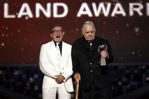 "<div class=""meta ""><span class=""caption-text "">Robin Williams, left, presents Jonathan Winters with the pioneer award at the TV Land Awards on Sunday June 8, 2008 in Santa Monica, Calif.  (AP Photo/ Kevork Djansezian)</span></div>"