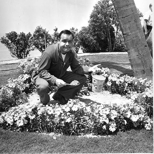 Comedian and actor Jonathan Winters holds a sand pail in a flower bed on the set of the movie &#34;It&#39;s a Mad, Mad, Mad, Mad World&#34; in Hollywood, Ca., on Aug. 2, 1962.  <span class=meta>(AP Photo)</span>