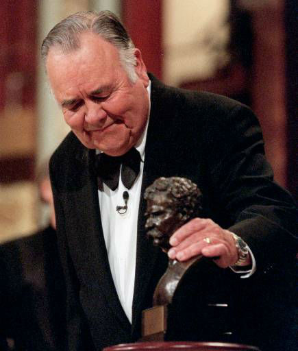 "<div class=""meta image-caption""><div class=""origin-logo origin-image ""><span></span></div><span class=""caption-text"">Comedian Jonathan Winters looks at the ""Mark Twain Prize"" after he received the award at the Kennedy Center in Washington, Wednesday, Oct. 20, 1999. The Kennedy Center organized the celebration of American humor and created the award to recognize ""those who create humor from their uniquely American experiences."" (AP Photo/ NICK WASS)</span></div>"