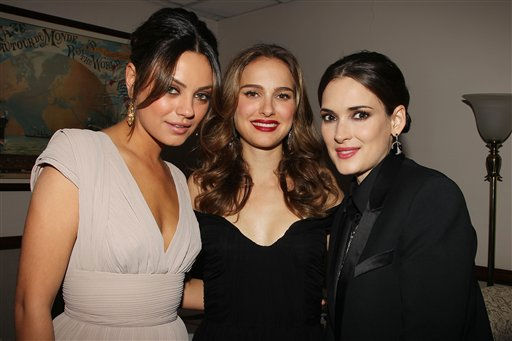 "<div class=""meta ""><span class=""caption-text "">Actresses from left to right, Mila Kunis, Natalie Portman and Winona Ryder attend the after party of Fox Searchlight Pictures premiere of BLACK SWAN, Tuesday, Nov. 30, 2010 in New York. The movie has been nominated for a best picture Academy Award.  (AP Photo/ DAVE ALLOCCA, StarPix)</span></div>"