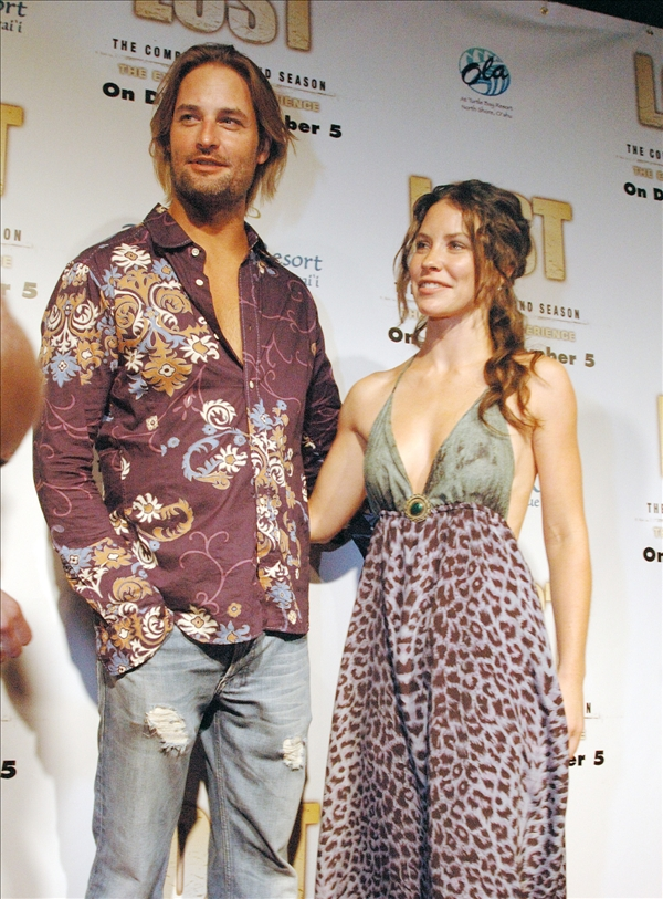 Evangeline Lilly and Josh Holloway,  cast members of ABC&#39;s TV series &#34;Lost&#34; pose before the season two DVD release party at the Turtle Bay Resort in Kahuku, Hawaii Aug. 15, 2006.    <span class=meta>(AP&#47;Lucy Pemoni)</span>
