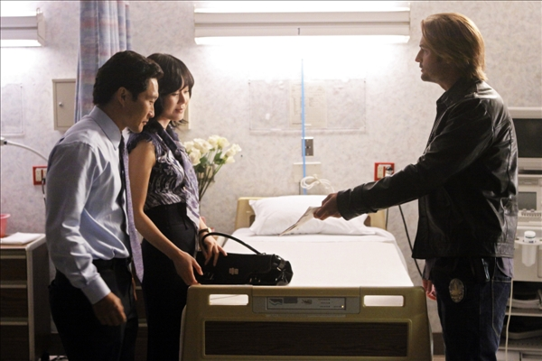 "<div class=""meta ""><span class=""caption-text "">In this image provided by ABC, from left, Daniel Dae Kim (Jin), Yunjin Kim (Sun) and Josh Holloway (Sawyer) appear in the series finale of ""Lost.""  (AP/ABC, Mario Perez)</span></div>"