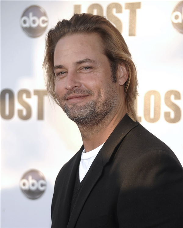 Actor Josh Holloway arrives at the &#34;Lost Live: The Final Celebration&#34; in Los Angeles on Thursday, May 13, 2010.   <span class=meta>(AP&#47;Dan Steinberg)</span>