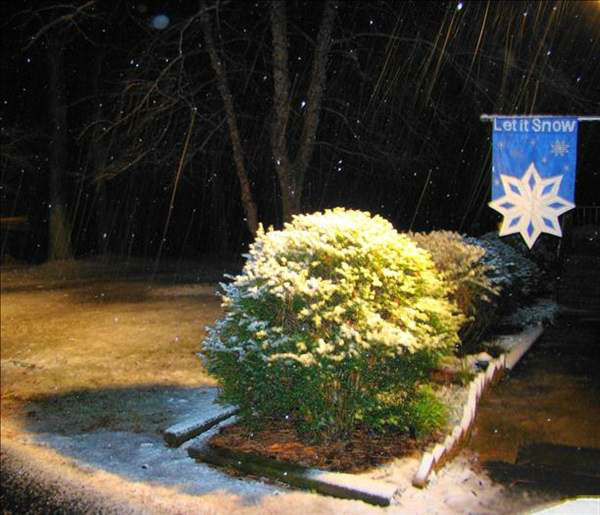 "<div class=""meta ""><span class=""caption-text "">Snow began falling in the northern counties around 6:30 p.m. Thursday and quickly moved off to the south and east. (WTVD Photo)</span></div>"