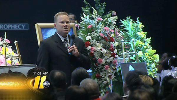 People pack Fayetteville church for Davis funeral