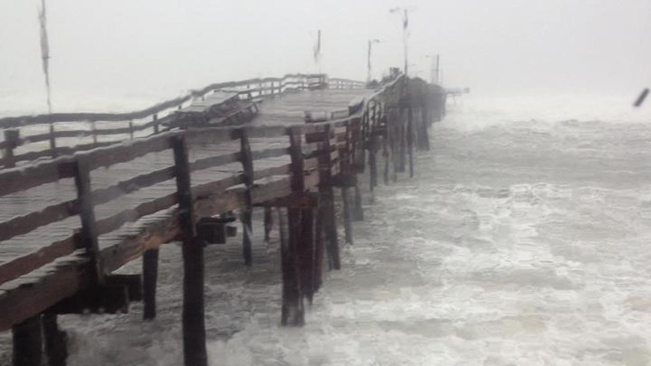 Waves crashing in at Nags Head Pier <span class=meta>(Tamara Gibbs)</span>
