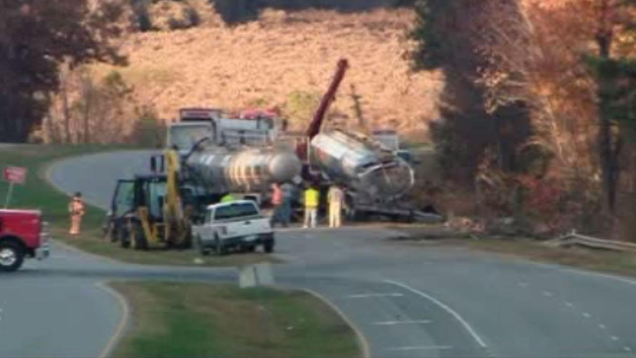 Overturned tanker shuts down US 1