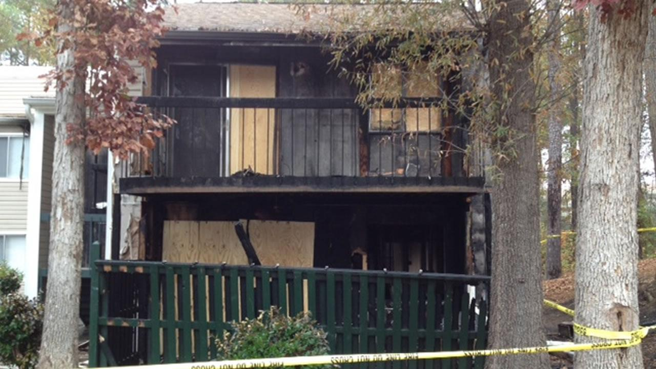 Fire ripped through a Durham apartment complex early Sunday morning, leaving several displaced and causing one person to be taken to the hospital. <span class=meta>(Tommy Harris)</span>