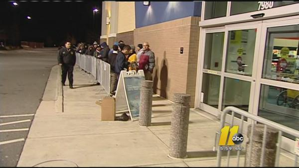 Best Buy opens its doors on Thanksgiving