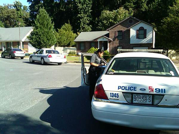 Fayetteville police investigate on Beechnut Ct. <span class=meta>(WTVD Photo&#47; Gilbert Baez)</span>