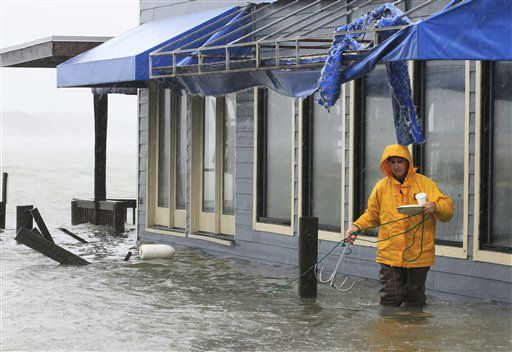 A worker retrieves a grappling hook on the dock next to Bubba&#39;s restaurant on the water in Virginia Beach, Va., Monday, Oct. 29, 2012.   <span class=meta>(AP Photo&#47; Steve Helber)</span>