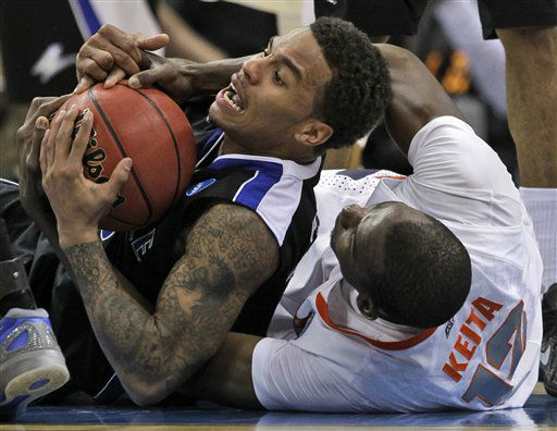 UNC-Asheville&#39;s J.P. Primm, left, scrambles on the floor with Syracuse&#39;s Baye Keita &#40;12&#41; during the second half of an East Regional NCAA tournament second-round college basketball game in Pittsburgh, Thursday, March 15, 2012. Syracuse won 72-65. <span class=meta>(AP Photo&#47; Gene J. Puskar)</span>