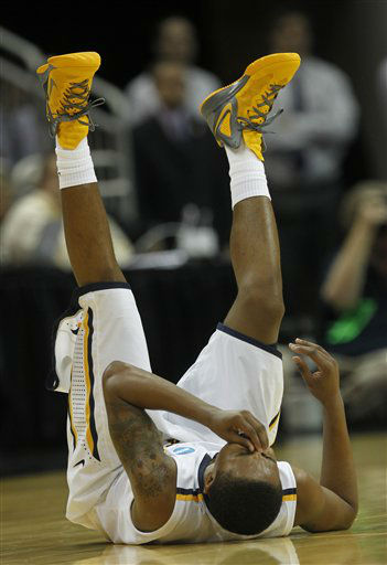 Murray State guard Donte Poole &#40;11&#41; rolls on the floor after getting a bloody nose in the second half of their NCAA tournament second-round college basketball game against Colorado State in Louisville, Ky., Thursday, March 15, 2012.  <span class=meta>(AP Photo&#47; Dave Martin)</span>