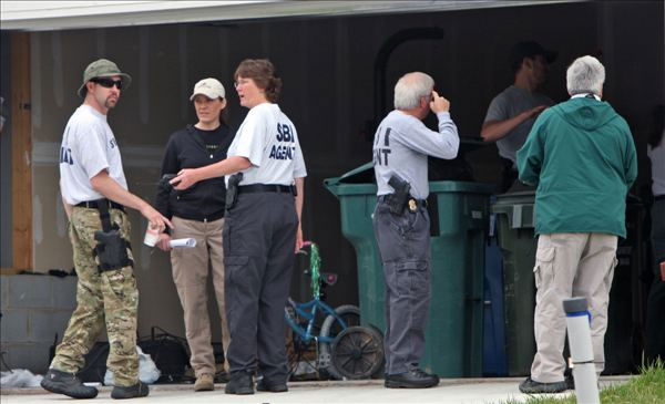Police and SBI agents search a Durham neighborhood  in April 2011. <span class=meta>(WTVD Photo&#47; Julian Harrison)</span>